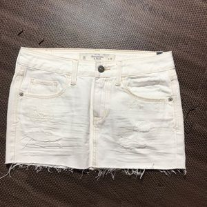 Abercrombie Fitch white denim skirt distressed 24